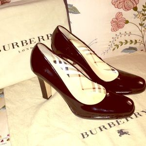 Burberry Signature Pump w/ Dust Bag and Box